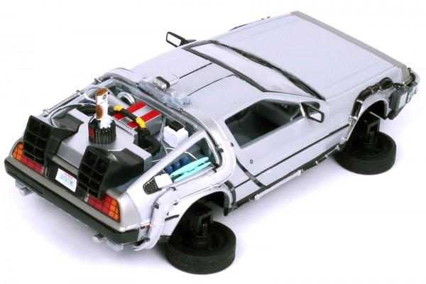 Welly 1:24 Back to the Future Flying Wheels 2 DeLorean Zurück in die Zukunft II