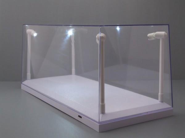 Triple9 Plexiglas Vitrine mit LED Beleuchtung für Diecast Modellautos, Maßstab 1:43, weißer Boden