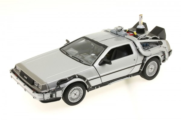 Welly 1:24 Back to the Future 2 DeLorean Zurück in die Zukunft II